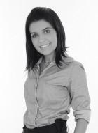 Cecília Leles é arquiteta, designer de interiores e pós-graduada em iluminação. É proprietária do escritório Leles Arquitetura e produtos, onde desenvolve projetos com foco luminotécnico.
